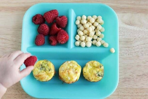 Cheesy veggie egg mini muffins