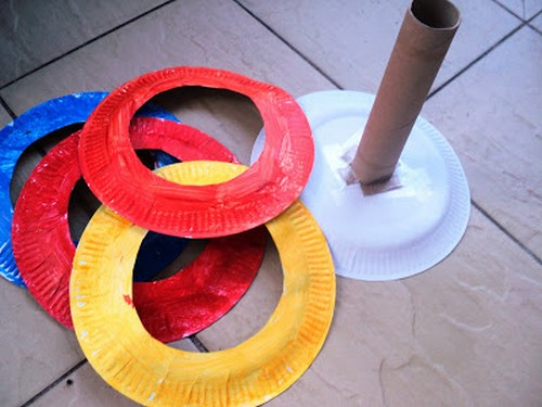 Rainy Day Toddler Activity: Paper Plate Ring Toss