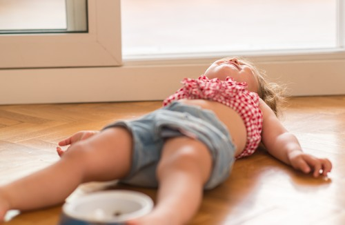 How to deal with toddler temper tantrum