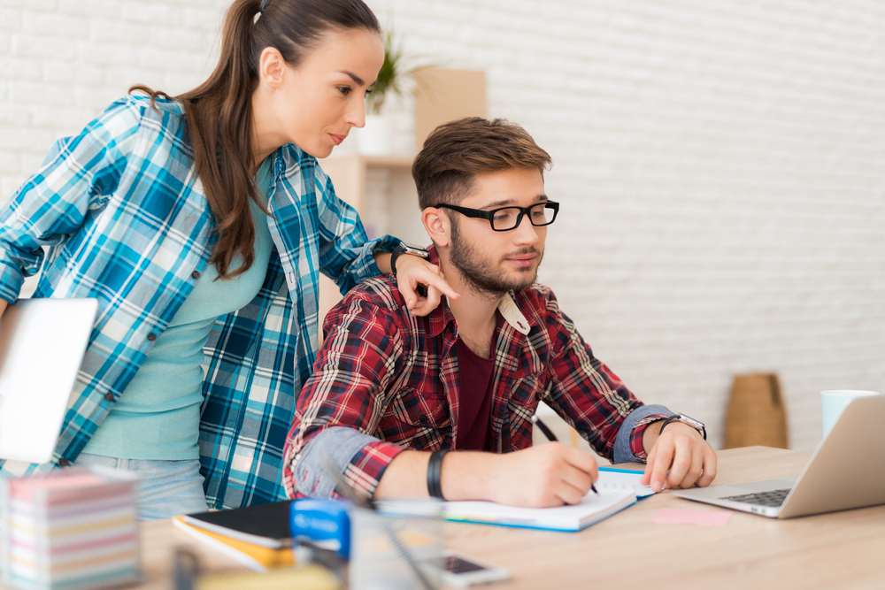 Pros and cons of dating in the workplace